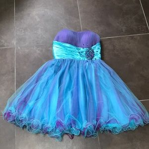 Adorable homecoming/formal dress